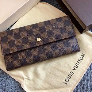 🌸 Authentic LV Wallet 🌸